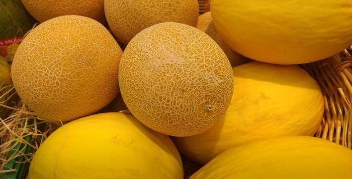 жёлтые спелые дыни